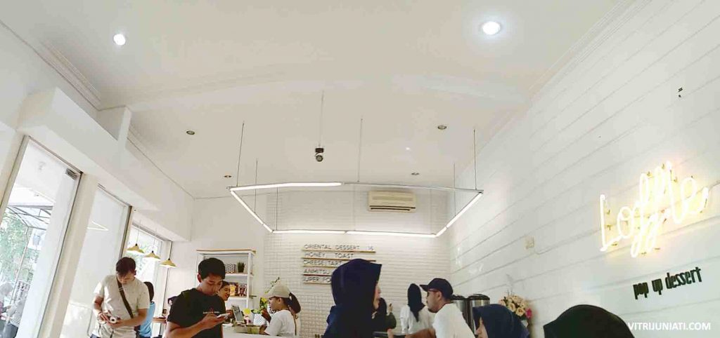 Suasana di Loffle Pop Up Dessert Downton Semarang