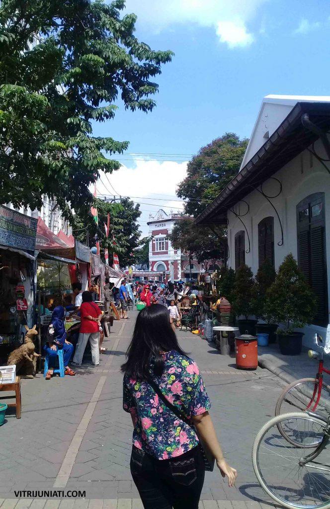 Salah satu jalanan di Kota Lama Semarang yang kini jadi Pasar Seni.