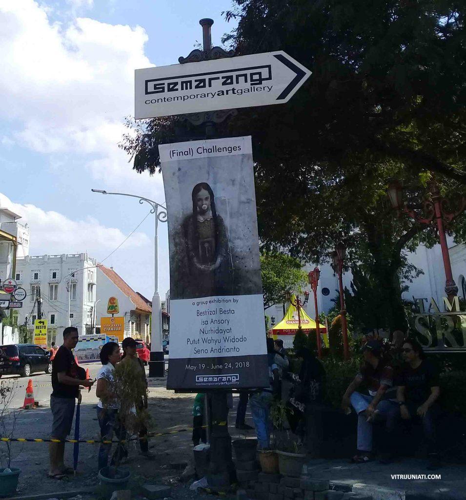 Arah penunjuk jalan menuju Semarang Galler dan banner pameran