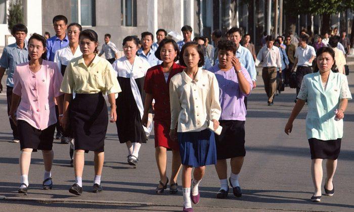Gaya Berpakaian Wanita Korea Utara | Pic Source: theepochtimes